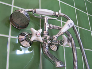 tub and shower faucet with handheld showerhead